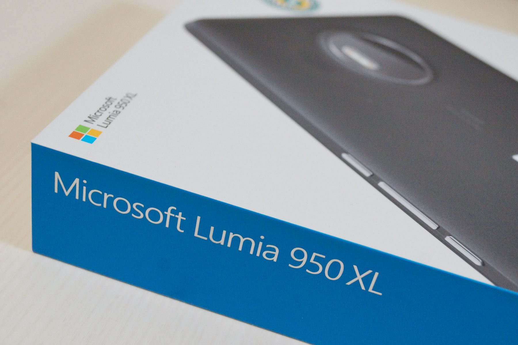 lumia950xl-box