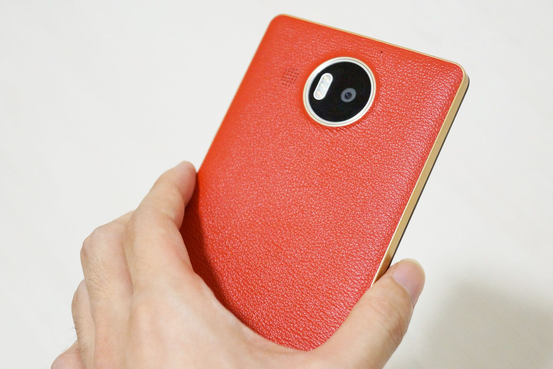 lumia950xl-case-hold