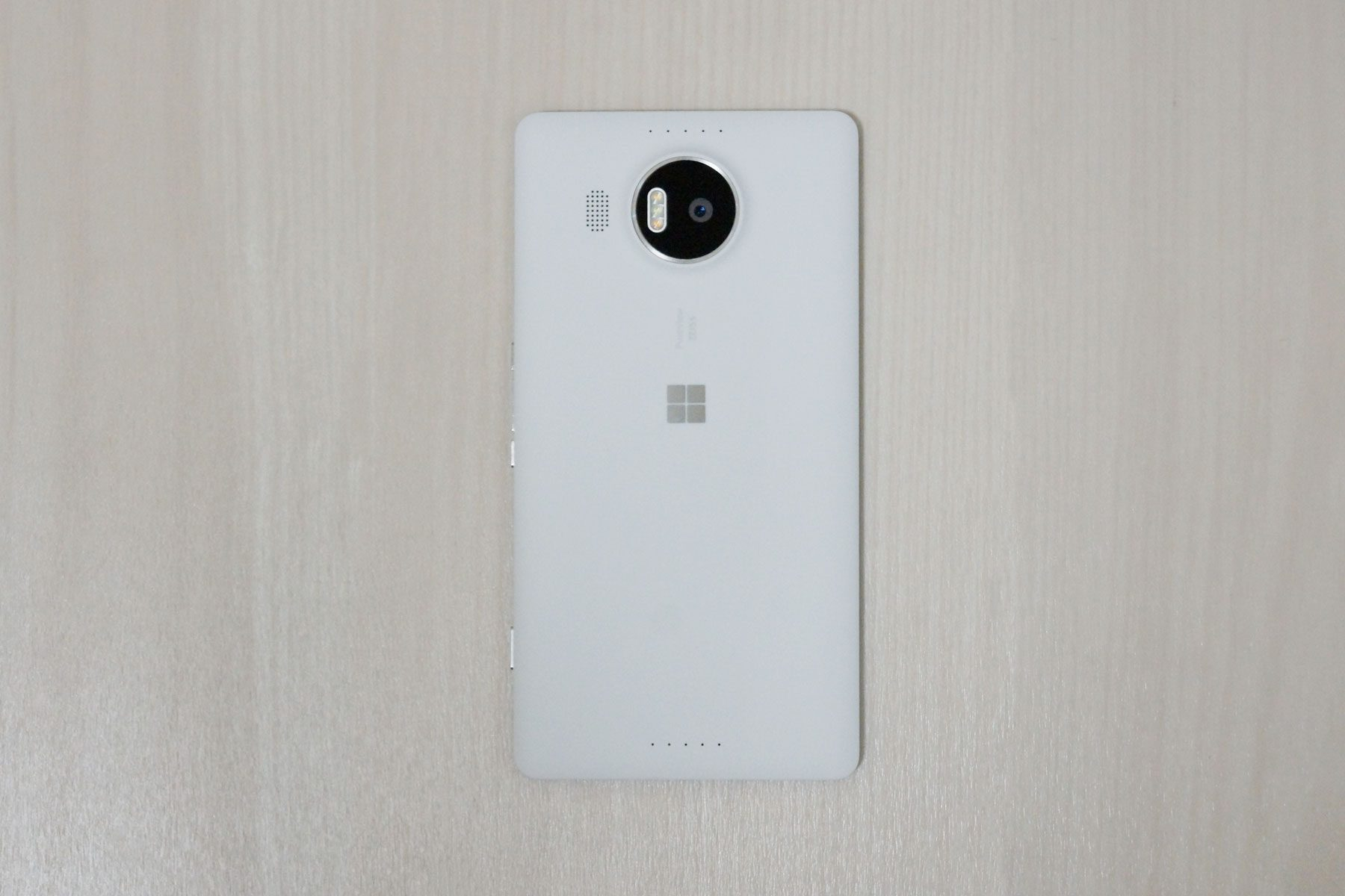 lumia950xl-rear